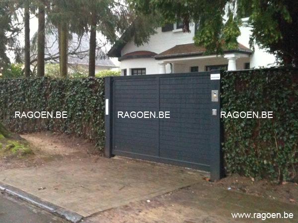 Portail coulissant en acier et bois clotures et portails ragoen for Barriere de jardin belgique